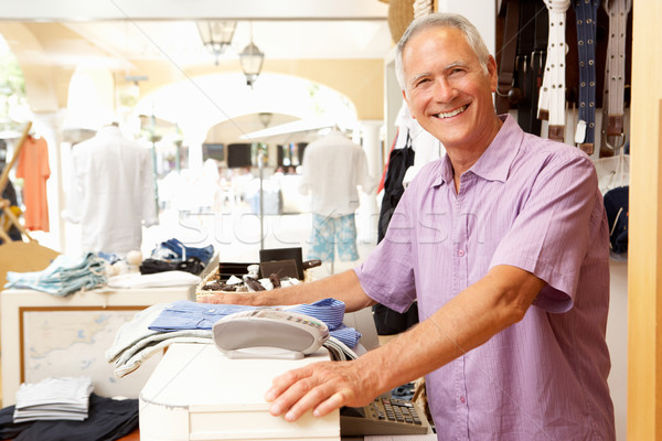 Stockfoto: Mannelijke · verkoop · assistent · kassa · kleding · store