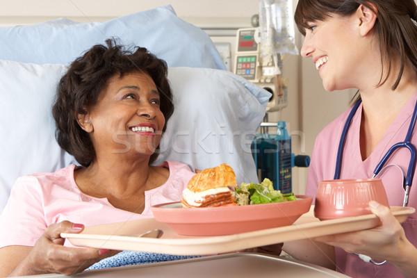 Enfermeira senior feminino paciente refeição Foto stock © monkey_business