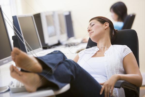 Vrouw computer kamer slapen computer glimlach werken Stockfoto © monkey_business