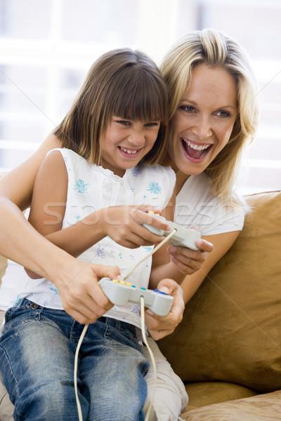 Femme jeune fille salon jeu vidéo famille enfants Photo stock © monkey_business