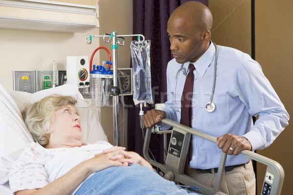 Stok fotoğraf: Doktor · yukarı · hasta · hastane · çalışmak · iş