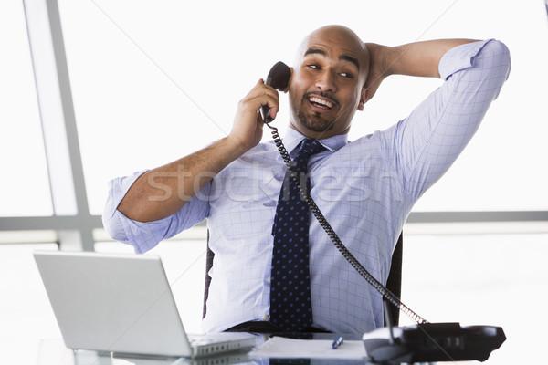 Zakenman telefoongesprek oproep kantoor man Stockfoto © monkey_business