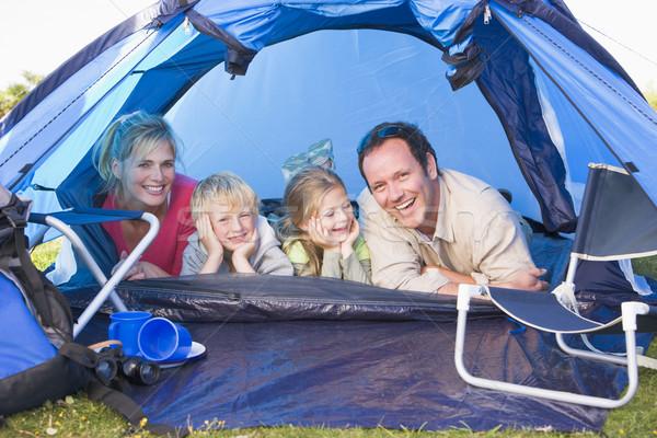 Familia camping tienda sonriendo feliz nino Foto stock © monkey_business