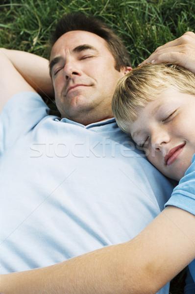Filho pai ao ar livre adormecido família crianças grama Foto stock © monkey_business