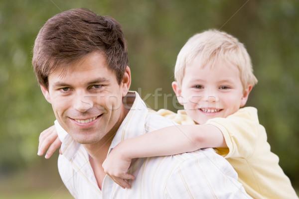 Foto stock: Pai · filho · ao · ar · livre · sorridente · crianças