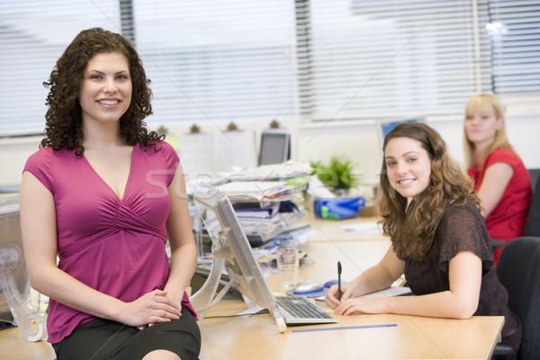Mujeres felizmente de trabajo oficina negocios ordenador Foto stock © monkey_business