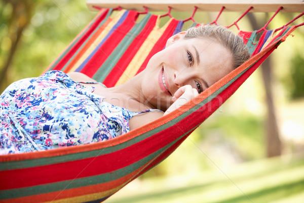 Mujer relajante hamaca mujeres feliz jardín Foto stock © monkey_business