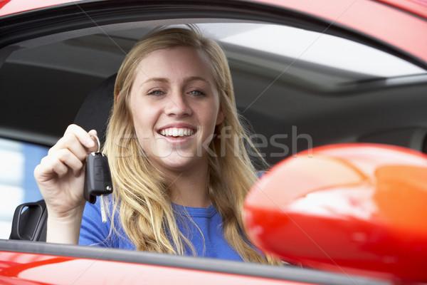 сидят автомобилей ключи от машины улыбаясь Сток-фото © monkey_business