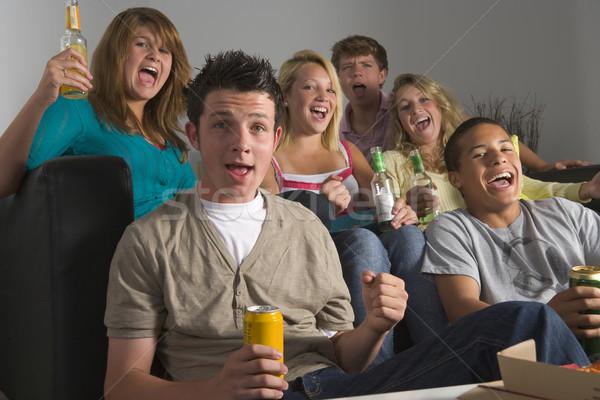 Foto stock: Adolescentes · bebidas · juntos · casa · amigos