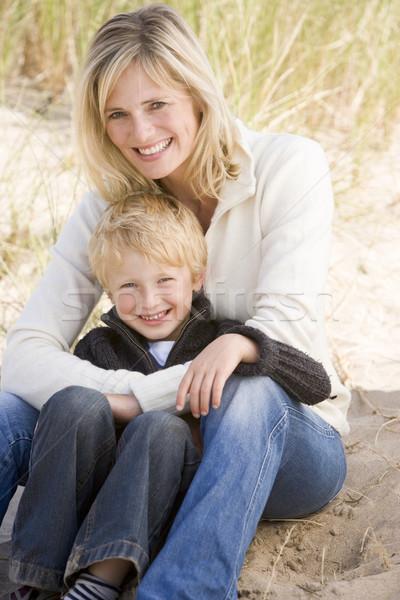 Zdjęcia stock: Matka · syn · posiedzenia · plaży · uśmiechnięty · miłości