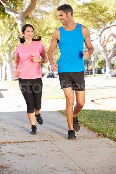 Cuplu funcţionare suburban stradă femei fericit Imagine de stoc © monkey_business