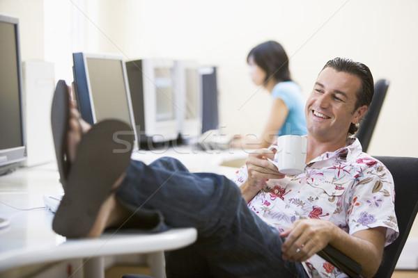 Man computerruimte voeten omhoog drinken koffie Stockfoto © monkey_business