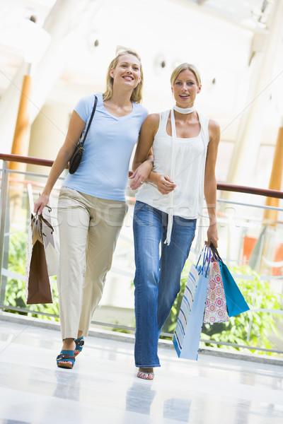 Stockfoto: Vrienden · zakken · vrouwen · gelukkig