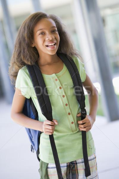 Zdjęcia stock: Szkoła · podstawowa · na · zewnątrz · budynku · plecak · dziewczyna · dzieci