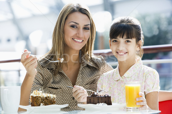 Anne kız yeme kek kafe birlikte Stok fotoğraf © monkey_business