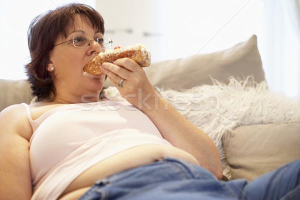 избыточный вес женщину расслабляющая диван девушки торт Сток-фото © monkey_business