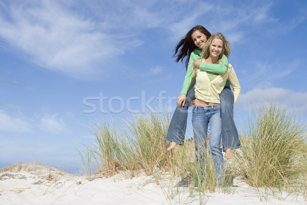 Deux jeunes femmes ferroutage amusement herbe Photo stock © monkey_business