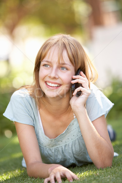Сток-фото: парка · мобильного · телефона · счастливым · Дать