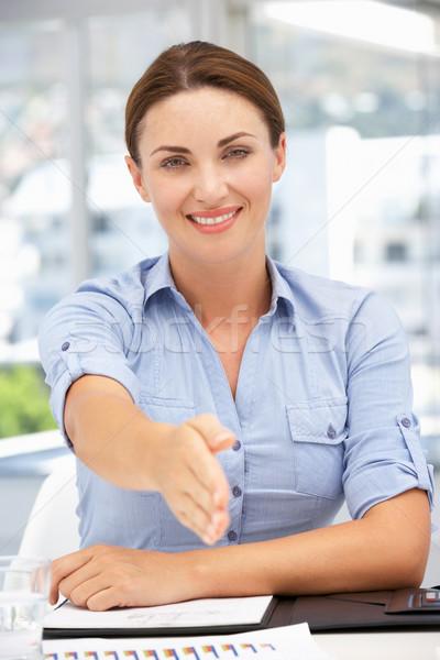 деловая женщина предлагающий стороны приветствие бизнеса заседание Сток-фото © monkey_business