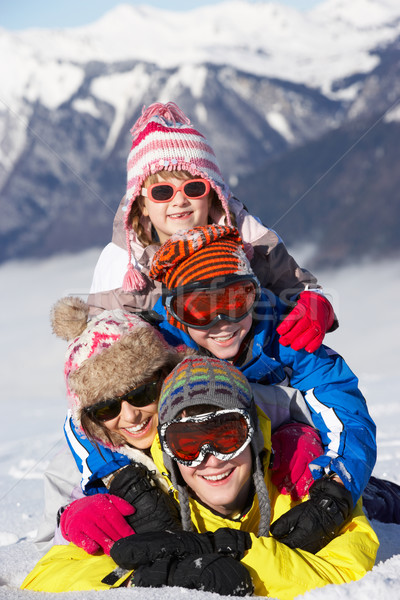 Groupe enfants ski vacances montagnes Photo stock © monkey_business