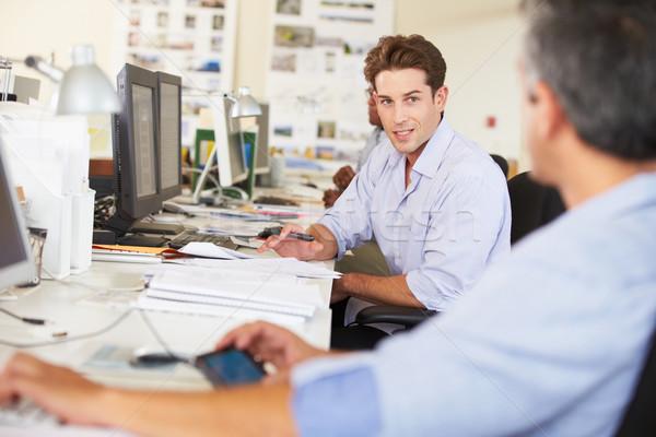Photo stock: Homme · travail · bureau · occupés · Creative · bureau
