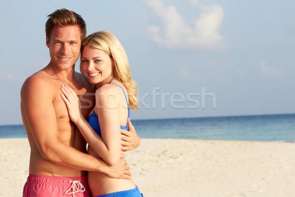 Pár trópusi tengerpart ünnep tengerpart szeretet férfi Stock fotó © monkey_business