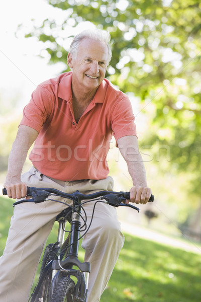 Stok fotoğraf: Kıdemli · adam · devir · egzersiz · bisiklet · gülen
