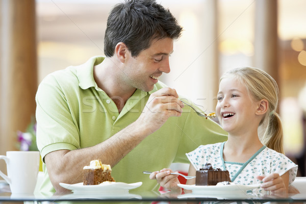 Apa lánygyermek ebéd együtt bevásárlóközpont család Stock fotó © monkey_business