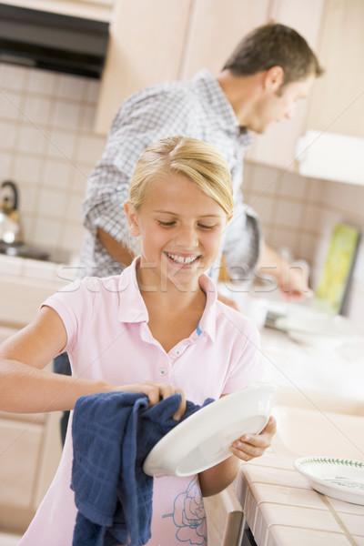 Vader dochter schoonmaken gerechten gelukkig kind Stockfoto © monkey_business