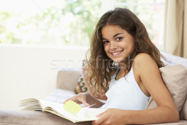 Photo stock: Jeune · fille · utilisant · un · ordinateur · portable · maison · enfants · heureux · enfant