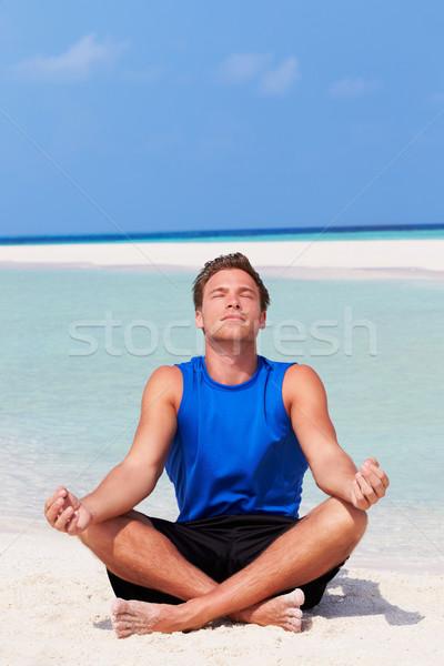 Stockfoto: Man · mediteren · mooie · strand · zand · denken