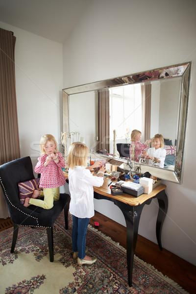 Kettő lányok játszik ékszerek smink lány Stock fotó © monkey_business