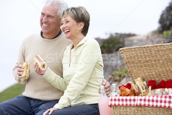 Сток-фото: пару · еды · фреска · еды · пляж · счастливым