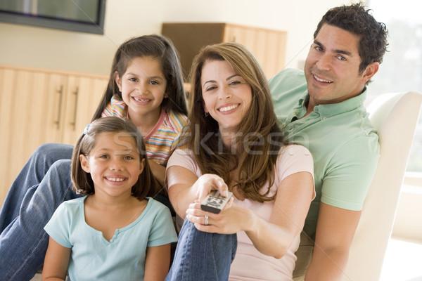 Stok fotoğraf: Aile · oturma · odası · uzaktan · kumanda · gülen · kız · çocuklar
