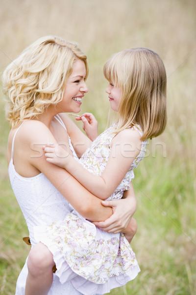 Stockfoto: Moeder · dochter · buitenshuis · glimlachend · kind
