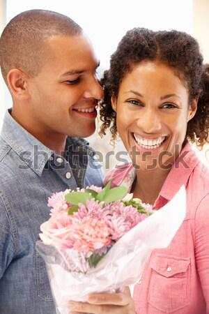 Férj feleség tart virágok mosolyog nő Stock fotó © monkey_business