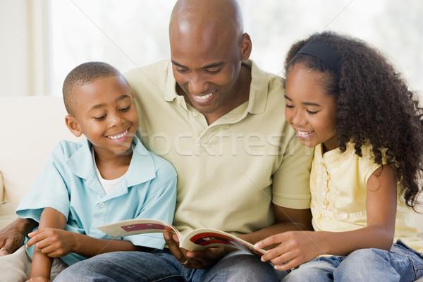 Сток-фото: человека · два · детей · сидят · гостиной · чтение
