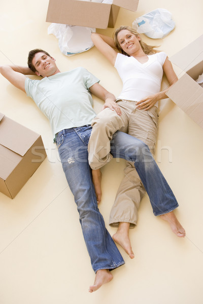 Pareja piso abierto cajas nuevo hogar sonriendo Foto stock © monkey_business