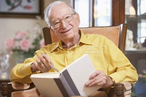 старик с книгой фото