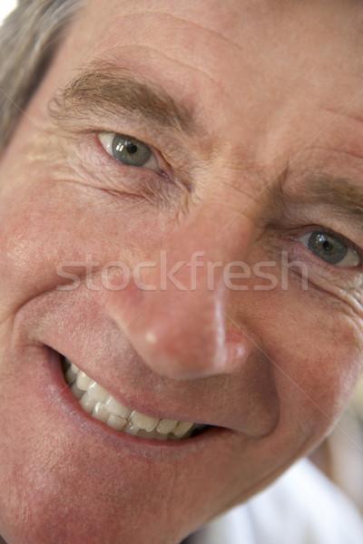 Zdjęcia stock: Portret · starszy · człowiek · uśmiechnięty · kamery · osoby