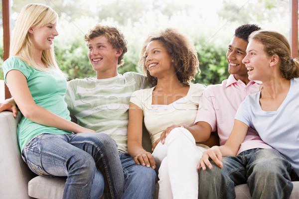 Stock foto: Gruppe · Jugendliche · Sitzung · Couch · Freunde · Mädchen