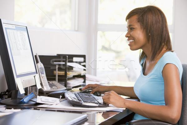 Tinilány asztali számítógép lány internet asztal tini Stock fotó © monkey_business