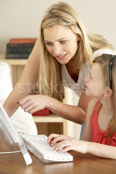 Stock fotó: Anya · lánygyermek · otthon · számítógéphasználat · lány · boldog