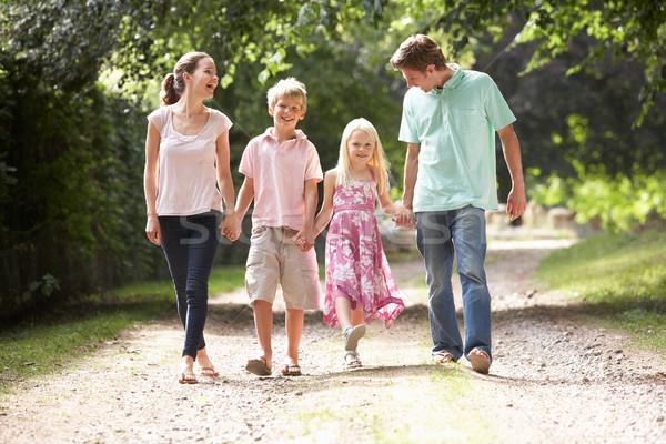 Famille marche campagne ensemble enfant jardin - Ensemble jardin enfant ...