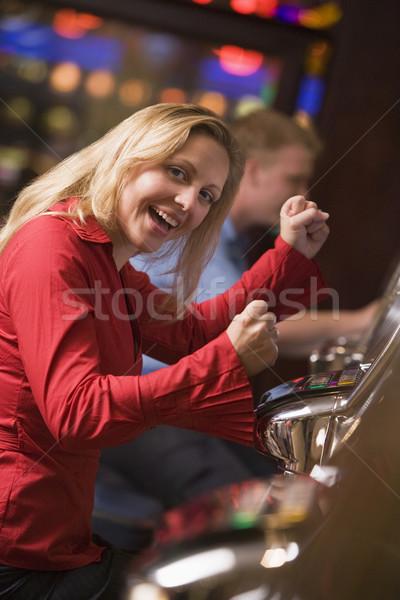 Mulher ganhar caça-níqueis cassino feliz Foto stock © monkey_business