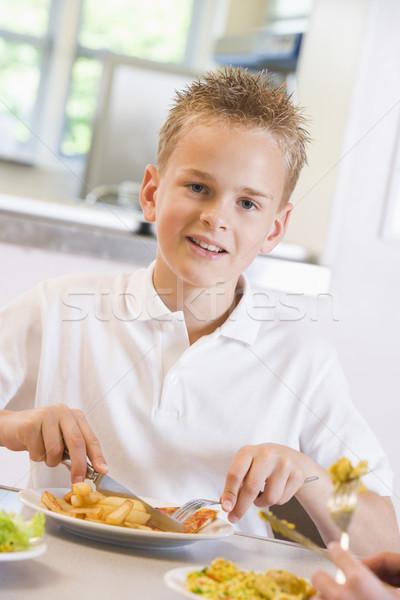 Stockfoto: Schooljongen · genieten · lunch · school · cafetaria · student