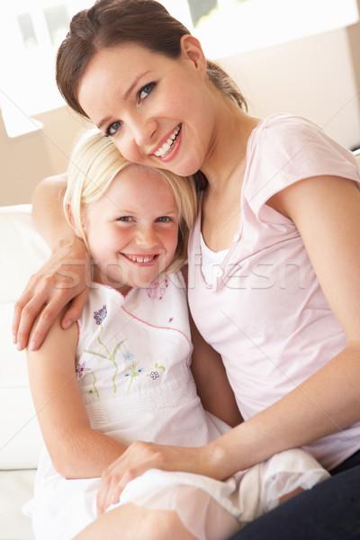 Afectuos mamă fiica acasă copil Imagine de stoc © monkey_business