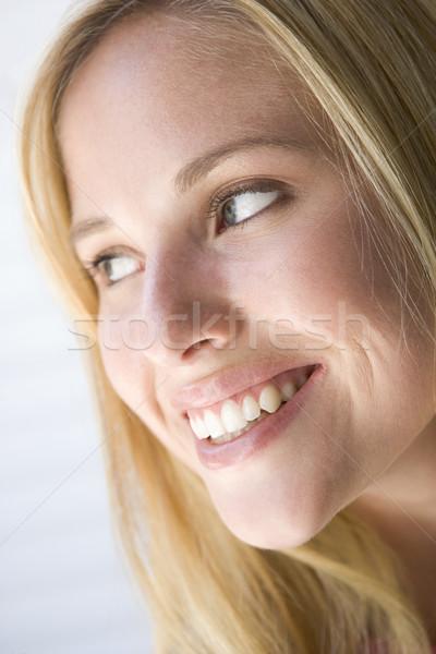 Foto stock: Cabeza · tiro · mujer · sonriente · retrato · femenino · sonriendo