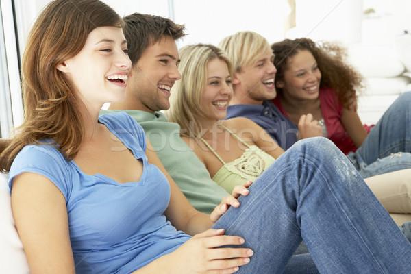 商業照片: 朋友 · 看電視 · 一起 · 婦女 · 男子 · 顏色