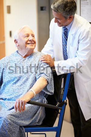 Infermiera spingendo uomo sedia a rotelle medici sorridere Foto d'archivio © monkey_business
